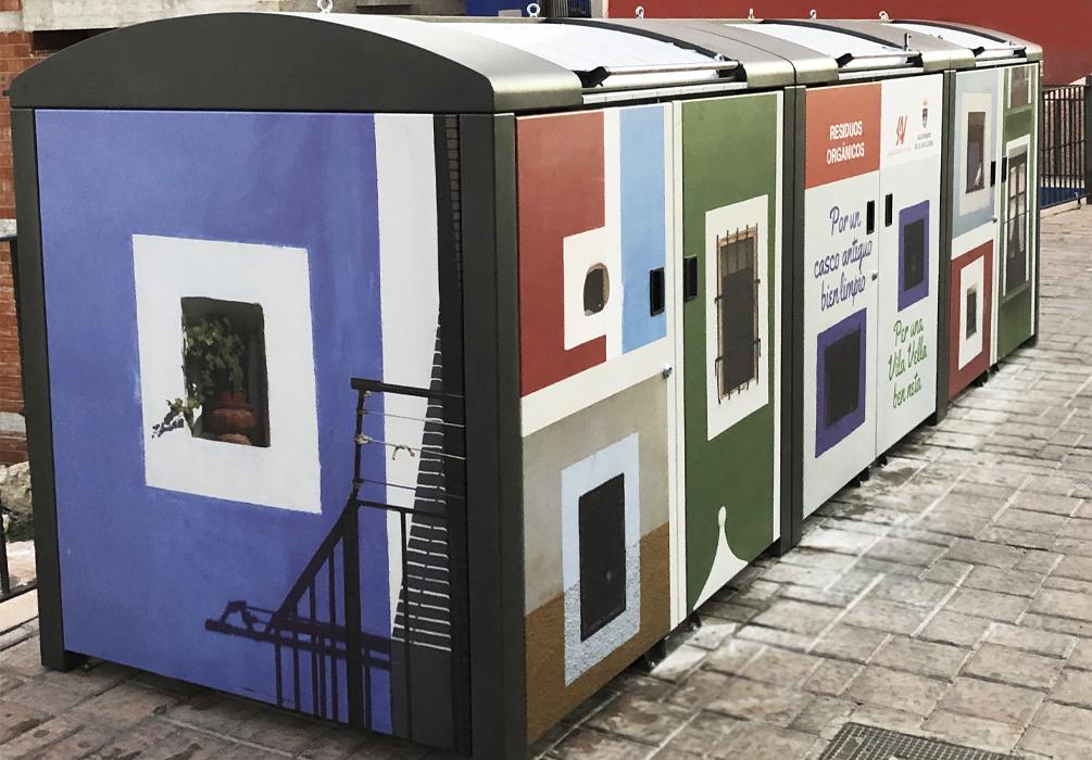 Contenedores de basura de casitas de colores